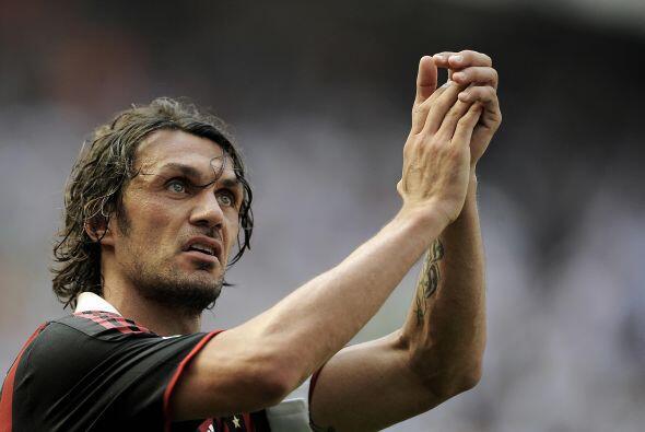 Otro italiano Paolo Maldini debutó, se consagró y se retiró con el Milán...