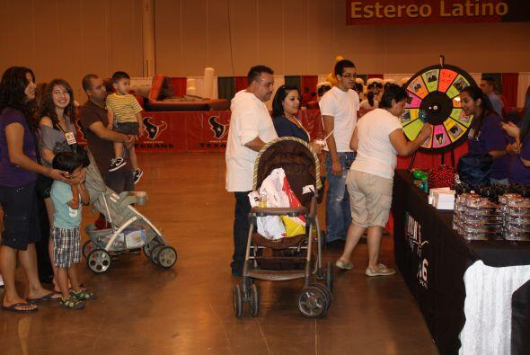 Una verdadera fiesta se armó en el puesto de Univision 45 en donde el pú...