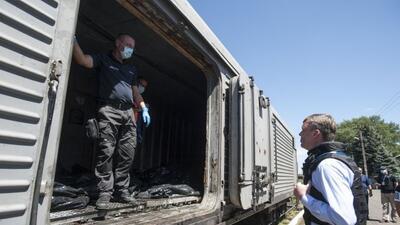 Los restos mortales del avión de Malasia regresan a Holanda