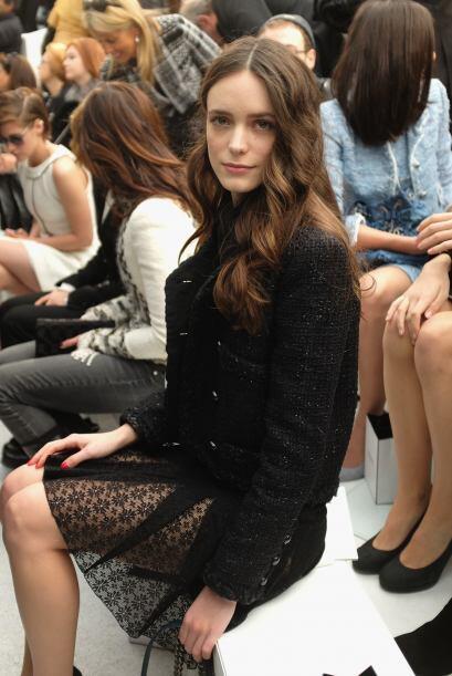 Otra que lució mucha pierna en la presentación de Chanel fue  Stacy Martin.
