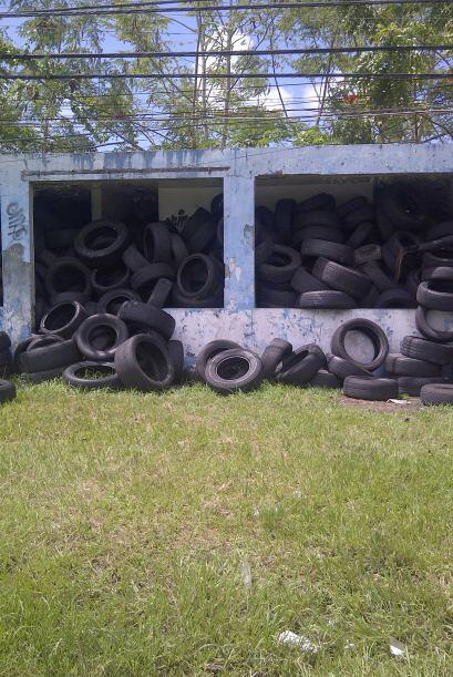 Más de diez gomeras en la avenida 65 de infanteria en Rio Piedras presen...