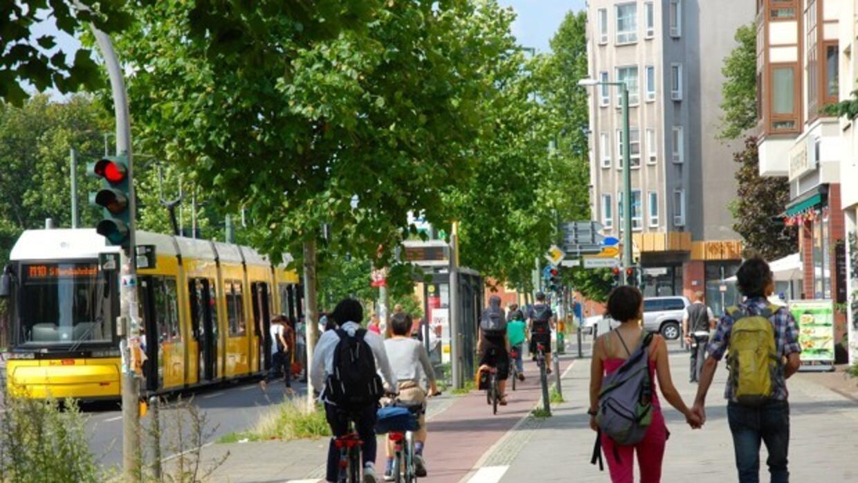 Un ejemplo de una de las actuales ciclovías de aceras que tiene Berlín.