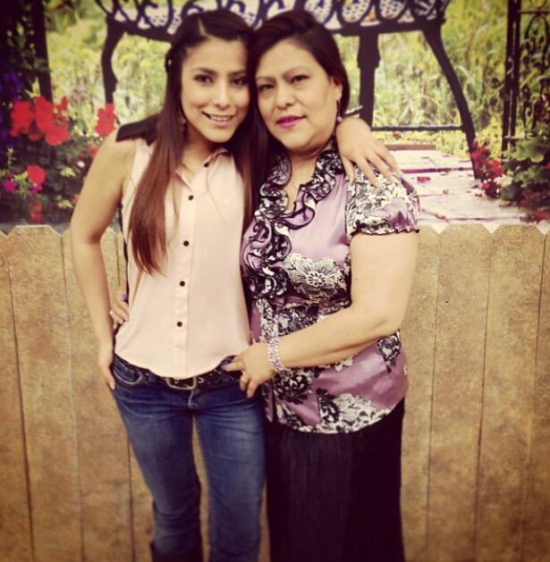 Pamela González de Amor 106.7 con su mamá