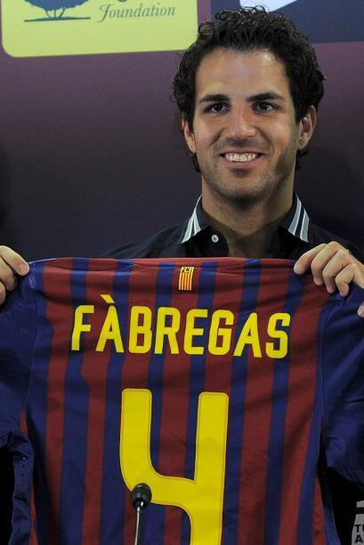 El futbolista mostró su playera con su querido número 4, que iba a ser p...