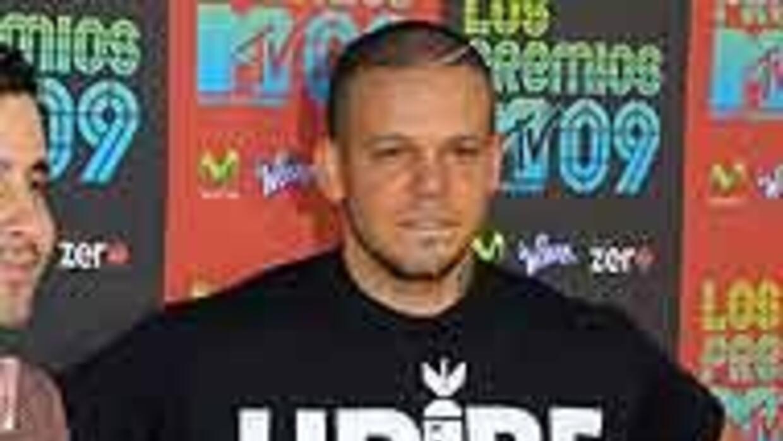 """""""Residente"""", cantante de """"Calle 13"""" mostró una polémica camiseta durante..."""