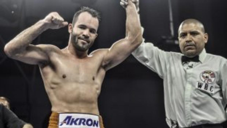 Ramón 'Inocente' Álvarez noqueó a Vivian Harris (Foto: Canelo Promotions).