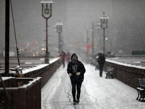 Una tormenta invernal pintó de blanco el Noreste del país...