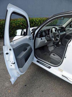 El interior ofrece una atmósfera moderna y confortable, con materiales d...