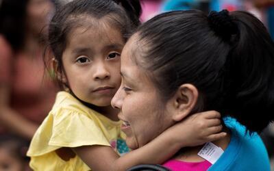 Cónyuges e hijos indocumentados de residentes permanentes, y tamb...