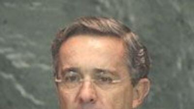 El presidente de Colombia, Alvaro Uribe tiene 68% de aprobación d1f386d5...