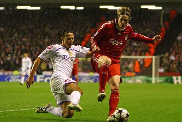 Fernando Torres reapareció con los 'Reds' luego de varias semanas ausent...