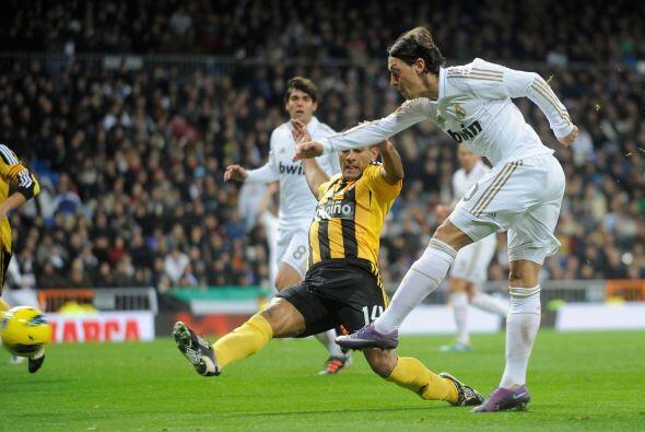 Mesut Ozil amplió la diferencia y puso las cosas 3 a 1.