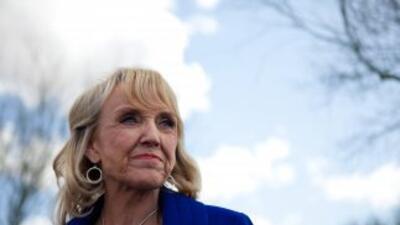 La gobernadora de Arizona,Jan Brewer.