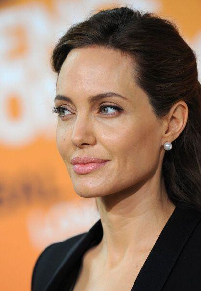 ANGELINA JOLIE. La mujer de Brad Pitt habría asegurado sus labios por do...