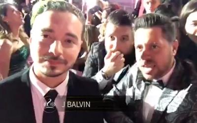 J Balvin es muy cariñoso con 'Los Pichy Boys'