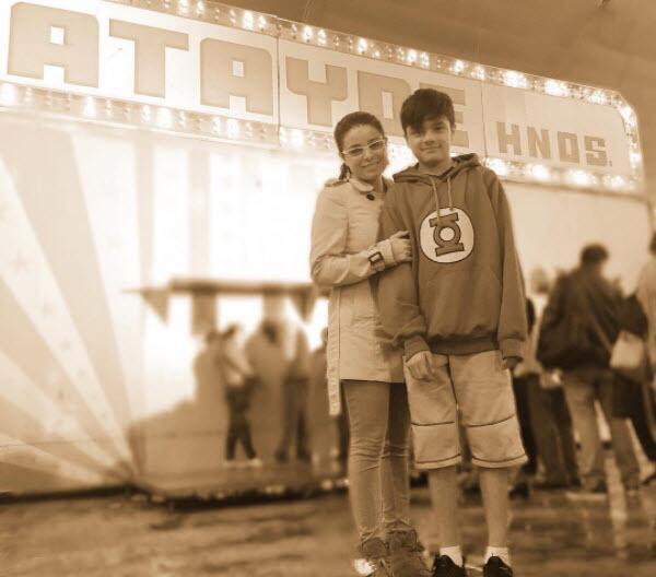 Violeta Isfel y su hijo