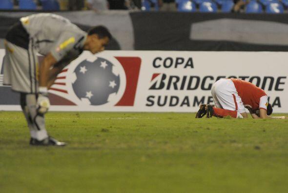 En la Copa Sudamericana el portero Renán del Botafogo se acomoda las med...