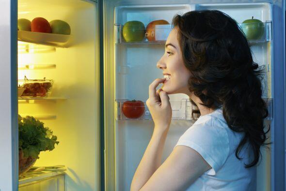 Muchas personas pueden abrir el refrigerador, por lo tanto se convierte...