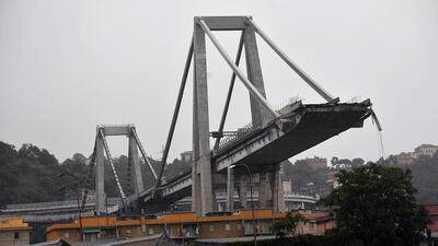 Fotos: Al menos 11 muertos por el derrumbe de un puente en una autopista en Italia