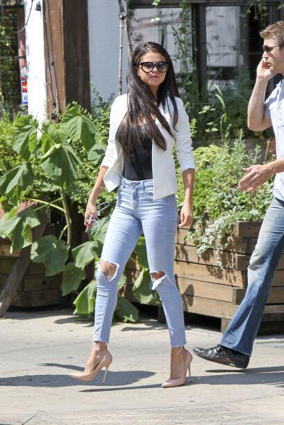 Nuevamente cambió a Selena por otra.Mira aquí los videos más chismosos.
