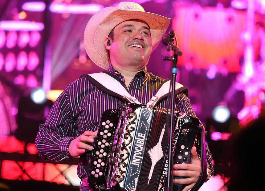 Ricky Muñoz, líder y vocalista de Intocable, anunció que debe tomar un d...