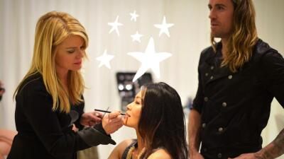 Mujer maquillada en evento