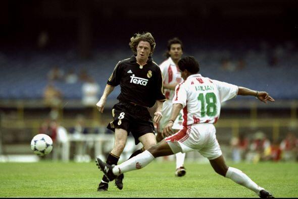 En ese partido empató a un gol con el Real Madrid de Raúl,...