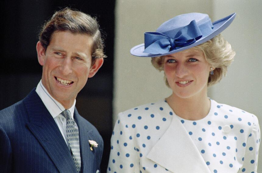 Diana conoció a Carlos en noviembre del 1977 cuando él salía con su herm...