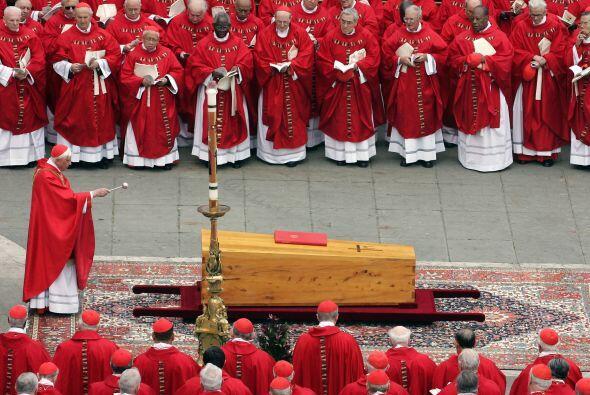 El 2 de abril de 2005, Juan Pablo II falleció a los 84 años. El anuncio...
