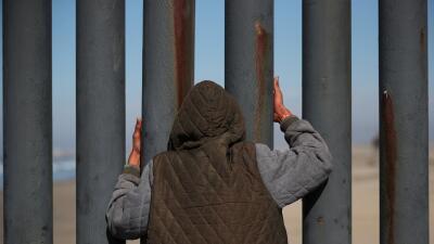 Juez bloquea la orden de Trump que niega el asilo a los migrantes que cruzan la frontera