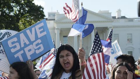 Mujeres centroamericanas piden la renovación del TPS en una  mani...