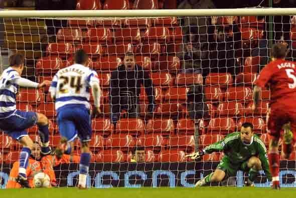 Luego, en el minuto 90, el Reading empató al transformar este penalti.