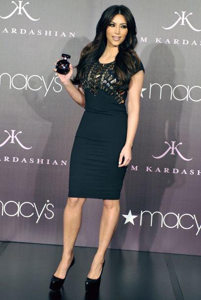 5.- En 2010 Kim Kardashian presentó su primera fragancia con el nombre:...