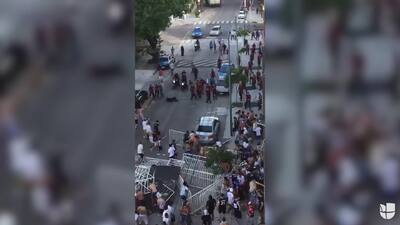 Brutal ataque de barrabravas a policías deja 13 uniformados heridos en Argentina