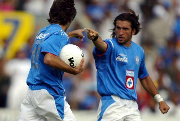 En el mismo 2004 Francisco Fonseca llegó al Cruz Azul en calidad de estr...