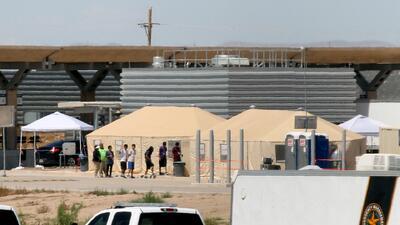 ¿Qué pasará con los niños que están en centros de detenciones ahora que el presidente Trump ordenó detener la separación de familias?