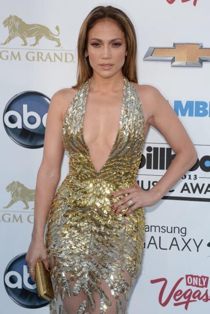 Tremendo escotazo con el que nos dejó babeando Jennifer Lopez, quien se...
