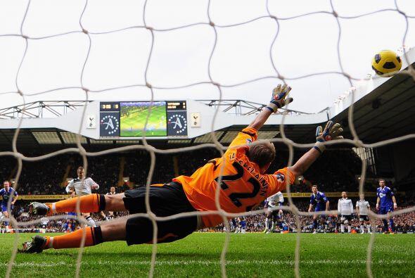 Tottenham superó 2 a 1 al Bolton y se prendió en la lucha del Torneo. El...