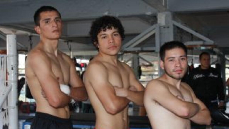 Estrada, Velázquez y Juárez (Foto: Canelo Promotions)