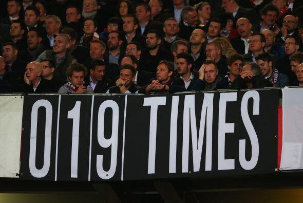 De este modo, los 19 títulos del Manchester United son cosa del pasado,...