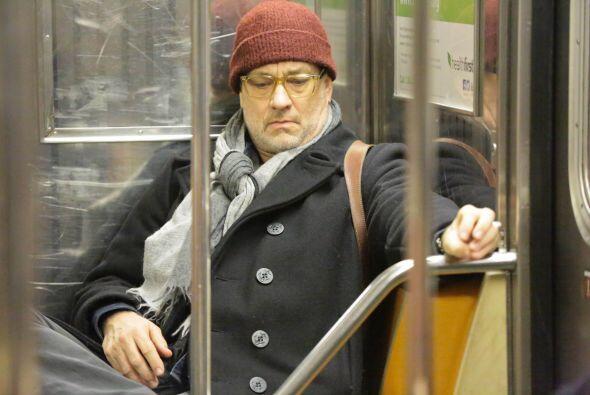 Nadie se acercó a pedirle autógrafo a Tom Hanks. ¡Prueba superada!