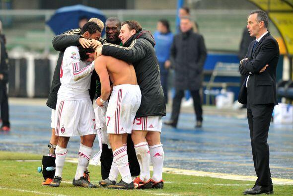 Con este gol, el Milan se impuso 2-1 y sigue como líder de la Serie A.