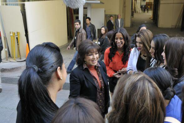 Gran sorpresa que se llevaron cuando en los pasillos de Televisa se enco...
