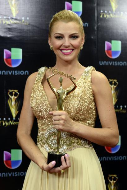 Marjorie de Sousa como Mejor Villana por Amores Verdaderos.
