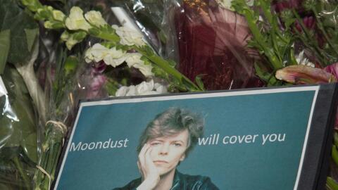 Rinden tributo a Bowie en su casa en Soho