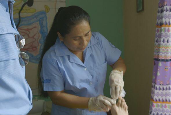 Después de otra jornada en su largo periplo por Guatemala, el doctor Jua...