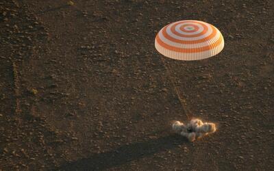 Regresan a la Tierra tres astronautas de la Estación Espacial Internacional