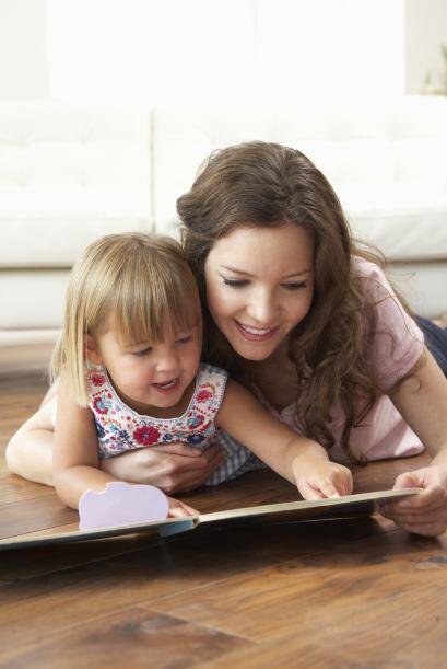 Hay libros que hablan sobre hermanos y bebés nuevos. ¡Cómprale algunos!