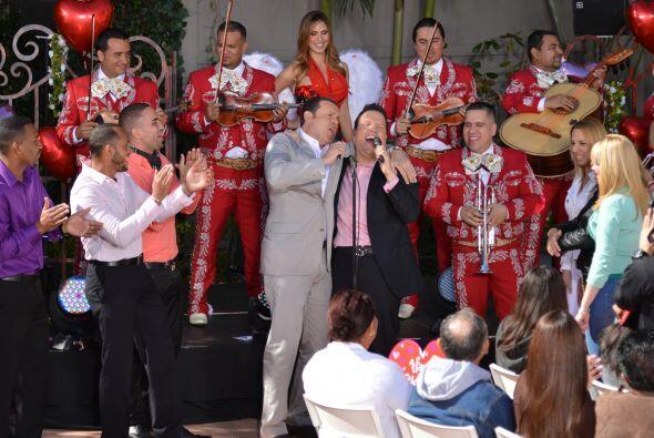 ¿Qué tal? Alan Tacher y Raúl González se lucieron cantando con el mariachi.