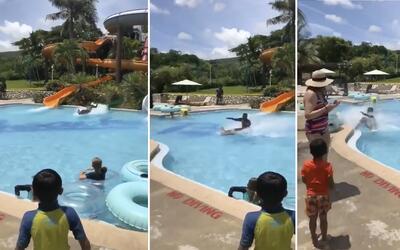 ¡Increíble! Joven cruza toda una piscina sin hundirse al salir de un tob...